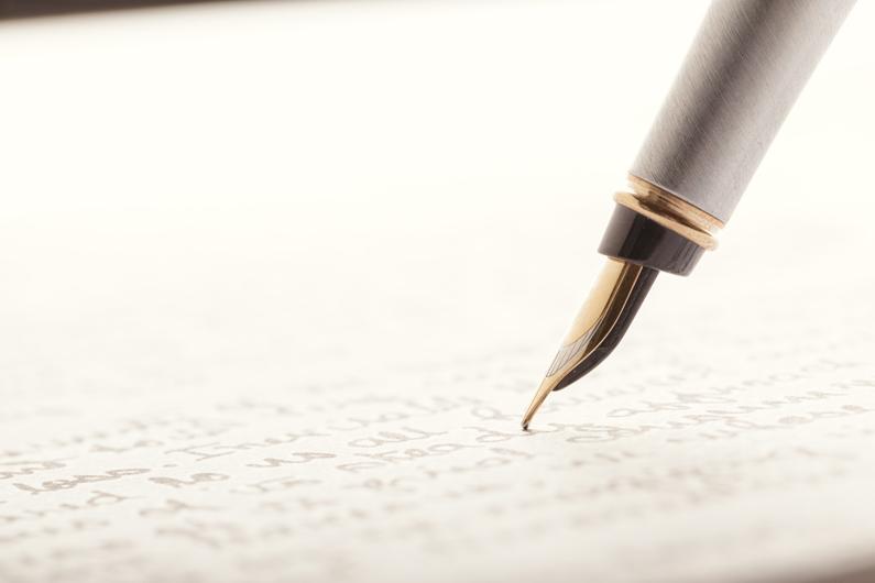 Ein Leserbrief zum Thema Fachkräftemangel in der Pflege wird geschrieben
