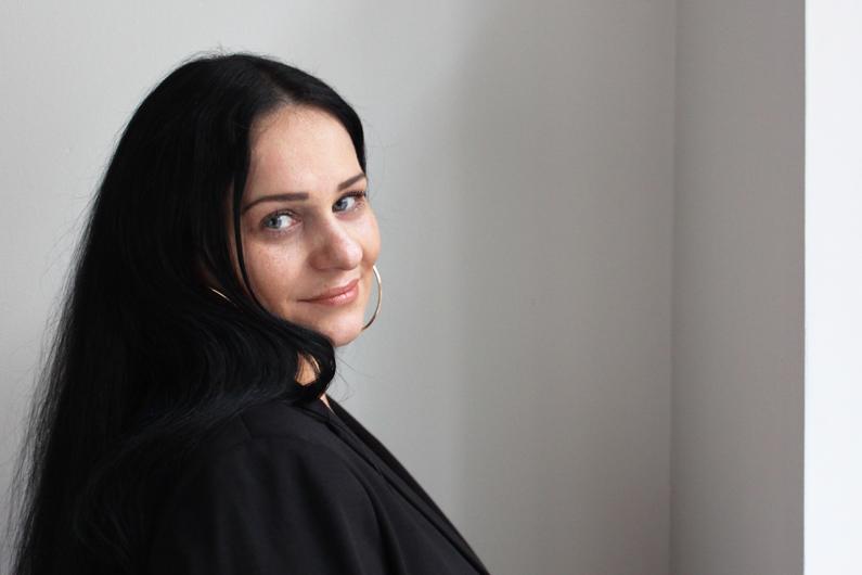 Nina Paunovic von der KIV-Zentrale schaut in die Kamera
