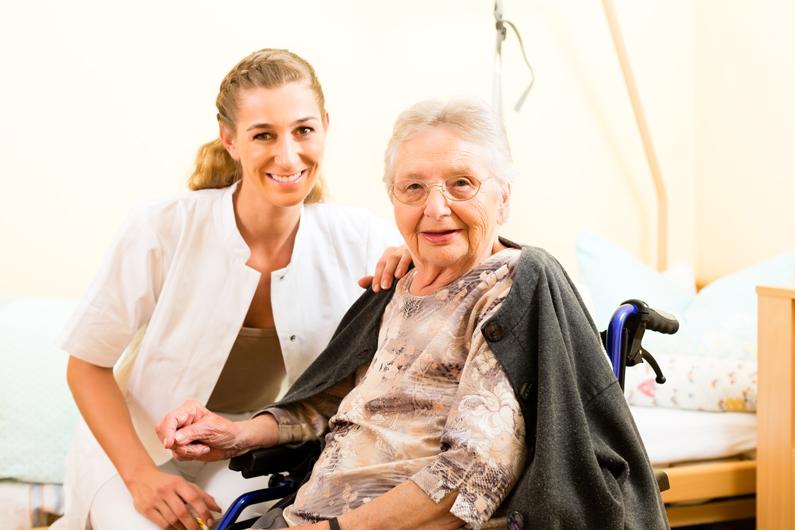 Unfair: 24-Stunden-Pflegekräfte von Hilfszahlungen ausgeschlossen